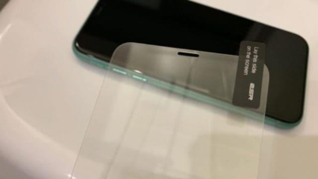 iPhone11 ESR ガラス液晶保護フィルム